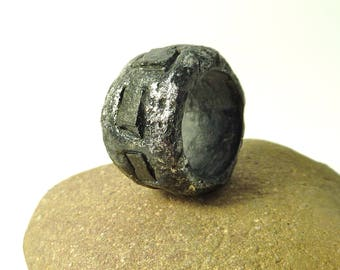 Friendship ring- Resin ring with black slate-raw stone ring- size 8.5 ring- non metal ring- nature inspired resin jewelry