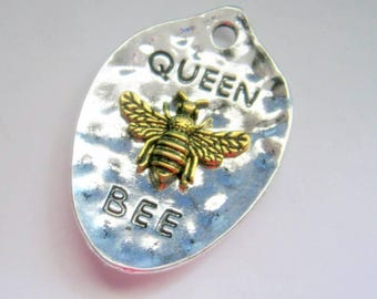 1 Antique Silver and Gold Spoon Shaped Hammered Queen Bee Pendant, Jewelry Making Supplies, Queen Bee Pendant, Pendant   G1373