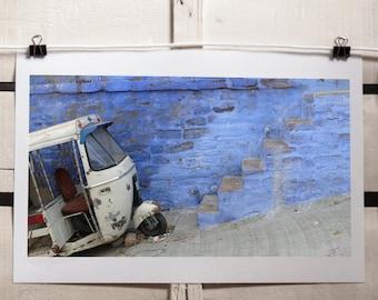 """Fotografia originale a colori di un Tuk-tuk ( risciò motorizzato) bianco a Jodhpur, Rajasthan India 20 x 30 cm (7,87 x 11,81"""")"""