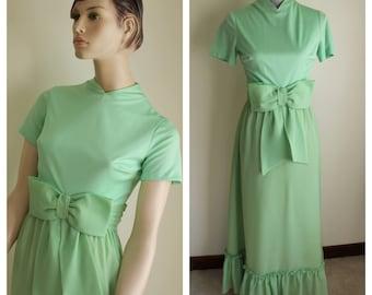 Light Green Evening Dress 1960s Short Sleeve Size Small Medium