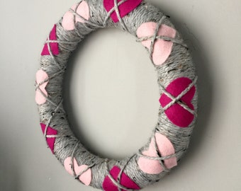Valentines yarn wreath, grey yarn wreath, grey wreath, heart wreath, Valentine's Day wreath, pink and grey wreath, yarn wreath