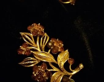 Beautiful 1950s Listner Brooch and Earring Set