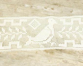 Vintage Filet Crochet Lace Bird Doily/Shabby Chic/Bohemian Chic
