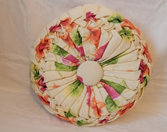 Pillows with braided fabric ecru floral