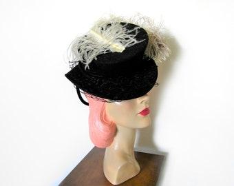 Vintage 1940's Black Tilt Topper Hat w/Feathers/Chignon Ring~