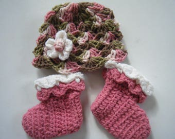 Baby hat with matching booties