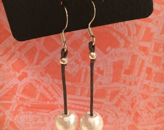 Simple Dangle One Pearl and Leather Earrings
