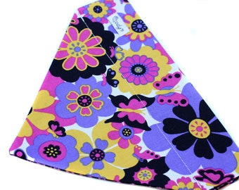 Bandana fits over the collar, Flowers