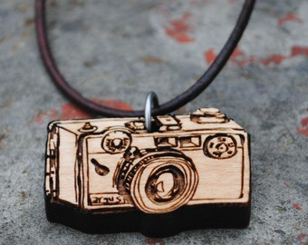 Wooden Vintage Camera Necklace Range Finder Gift for Photography Enthusiasts