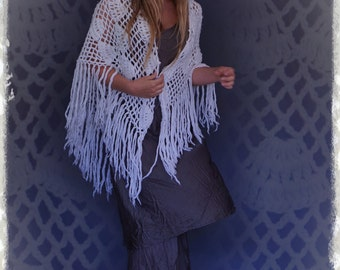 Hand made crochet lace vintage shawl / Stevie Nicks fringed scallop intricate knit / white cream woollen wrap / hippie victorian revival
