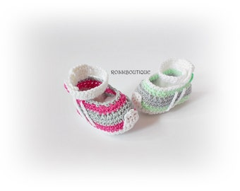 Crochet baby sneakers, newborn sneakers, Baby Converse, Newborn shoes, baby shoes, White gray pink green baby shoes, boy girl sneakers