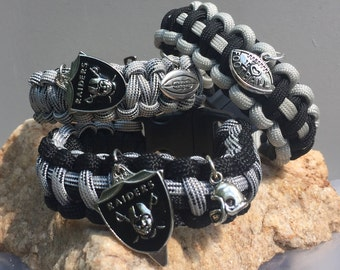 Oakland Raiders Paracord Bracelet, with the Raiders logo charm