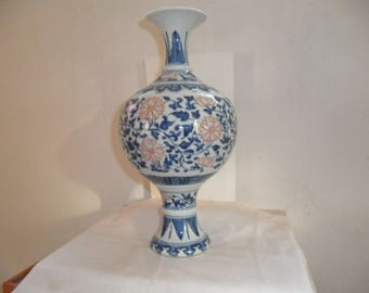 Chinese vase end nineteenth century white blue, later Qing white blue pot