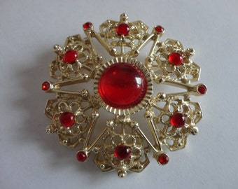 VINTAGE sarah coventry STAR BROOCH with red rhinestones