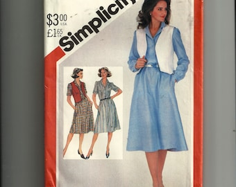 Vintage Simplicity Misses' Pulling Shirtdress and Reversiible Vest Pattern 5496