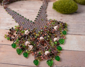 Spring in bloom Beadwoven flower Necklace