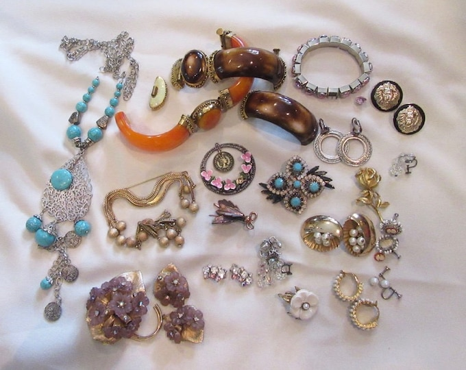 Bag Lot of Jewelry, Bracelets, Pin, Earrings, Necklaces, Bulk Jewelry, Re-cycle Jewelry, Up-Cycle Jewelry, Jewelry Bits and Pieces