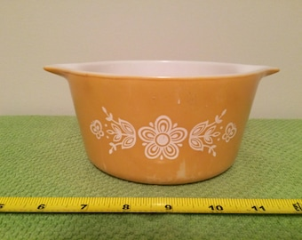 PYREX BUTTERFLY GOLD One Quart P-473-B Casserole