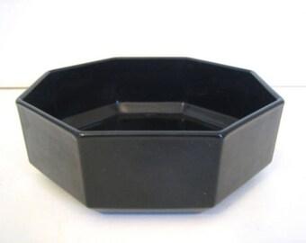 Vintage (c. late 1980s) Arcoroc | Arcopal | Luminarc Novoctime black glass soup, cereal or salad bowl. Octagonal shape, all-black glass.
