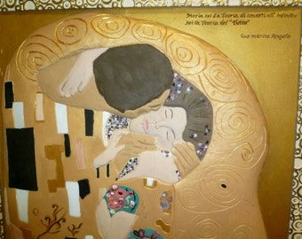 Kiss klimt sculpture/carving wood by hand.