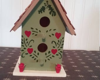 Green Birdhouse w/flowers in pots