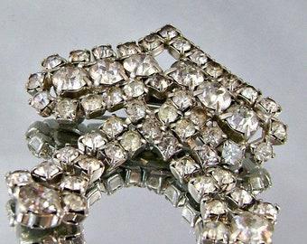 BIG SALE Vintage 1940s Clear Rhinestone Dangling Brooch.  Vintage Bridal Brooch.  Bride Wedding Dangling