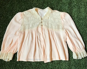 1930s-1940s Soft Peach Lace Bed Jacket