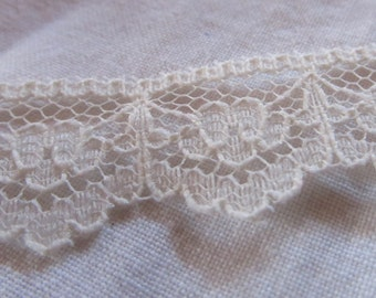 vintage ECRU SCALLOPED LACE --slightly over 1 yard (38 inches)