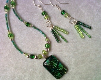 Green Fused Glass Necklace and Earrings (1095)