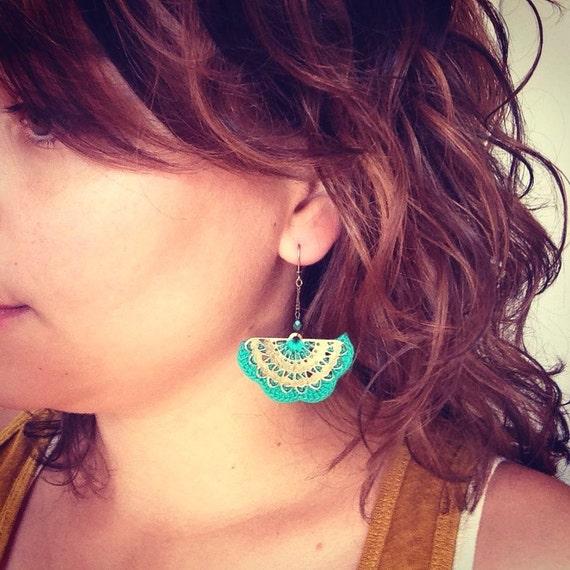 """Emerald Green dangle earrings / fan metal ALBIZIA - Boho wedding /Quotidien crochet jewelry - """"Gypsy Chic"""" Collection"""