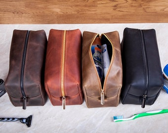 Personalized leather dopp kit bag, groomsmen gift toiletry bag, leather dopp kit, personalized mens toiletry bag, personalized dopp kit