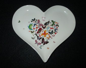 Ring Holder-Heart shaped ring dish and Trinket plate. Wedding ring holder. Jewelry holder.