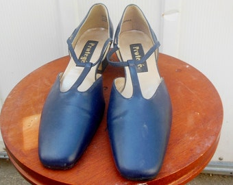shoes / 80s as 30s / size 9.5M / 80s vintage / man made / mid heels / 2.75b / 10.75 length outsole  / 2.0 heels / savannahwillow A