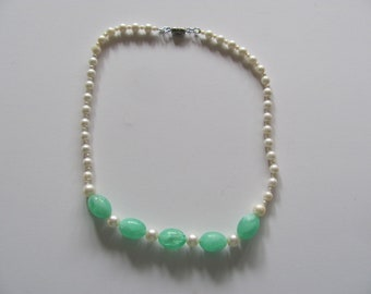 Vintage Beaded Necklace -- Estate piece (date unknown)