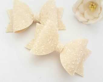 Cream glitter bows/ cream bow/ girls bow/ glitter bow/ off white glitter bow/ girls hair bow/ hair clip/ baby headband/ summer hair bow