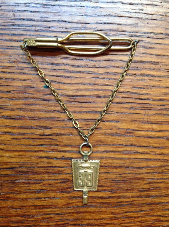 Vintage 1930s 30s lamp of knowledge goldtone tie bar clip Hickock made in USA fraternity masons shriners Ivy League college