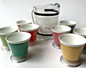 Mid Century Glass Pitcher with Eight Plastic Tumblers. Mesh Pattern Picnic Set.
