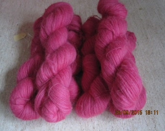 Icelandic pure wool, hand dyed with Cocineal 090915-2. 50 gr. pr skein.