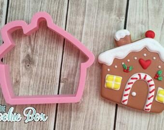 Chubby gingerbread house