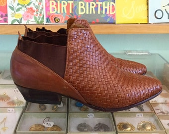 Vintage 80s Brown woven leather ankle booties  Size 6 1/2 (may fit size 6 ) by Shoestrings