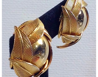 Vintage Gold Tone Clip on Earrings. Gold Leaf Earrings, Leaf Earrings, Layered Leaves