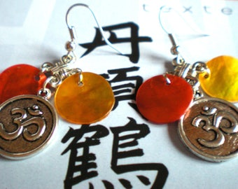 "LOOP Earring ""Chinese knot, OHM and Pearl orange"" silver metal support"