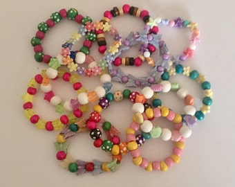 10 Girls Party Bracelets - An assorted Random Mix of Wood and Acrylic Beads - 15cm - Party Bags Wholesale