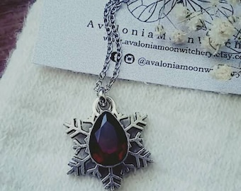 Snow Flake [Garnet crystal]