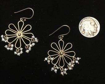 Vintage 1950-1960s gold mod flower earrings with faux seed pearls