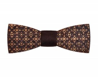 Decorum wooden bow tie