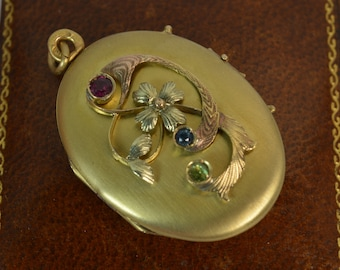 Antique Russian 14ct Gold Locket With Floral Pattern to Front d1815