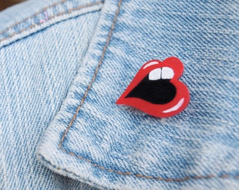 Lips pin