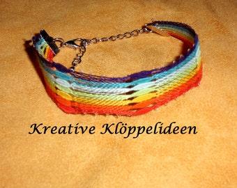 Hand geklöppeltes bracelet in rainbow colours