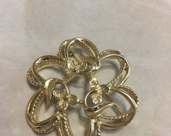 Vintage lillies sarah coventry brooch. Lovely circular shape. Great for jackets and coats.